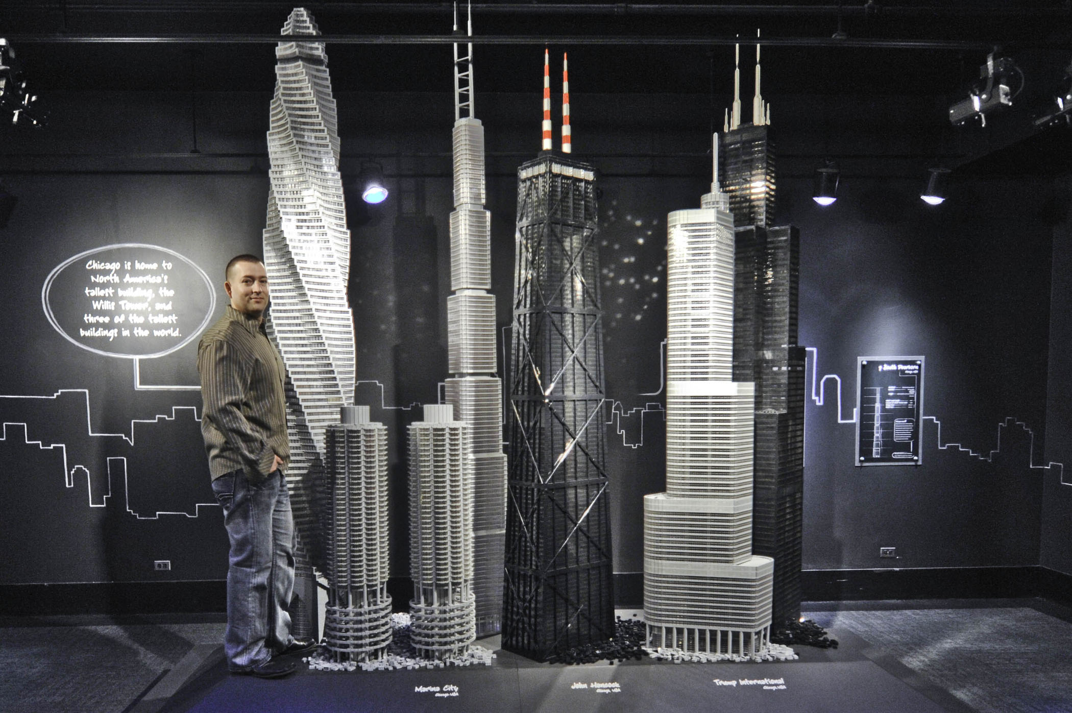 http://www.andamio.eu/wp-content/uploads/2014/01/LEGO_Tucker-with-Chicago-Buildings-grande.jpg